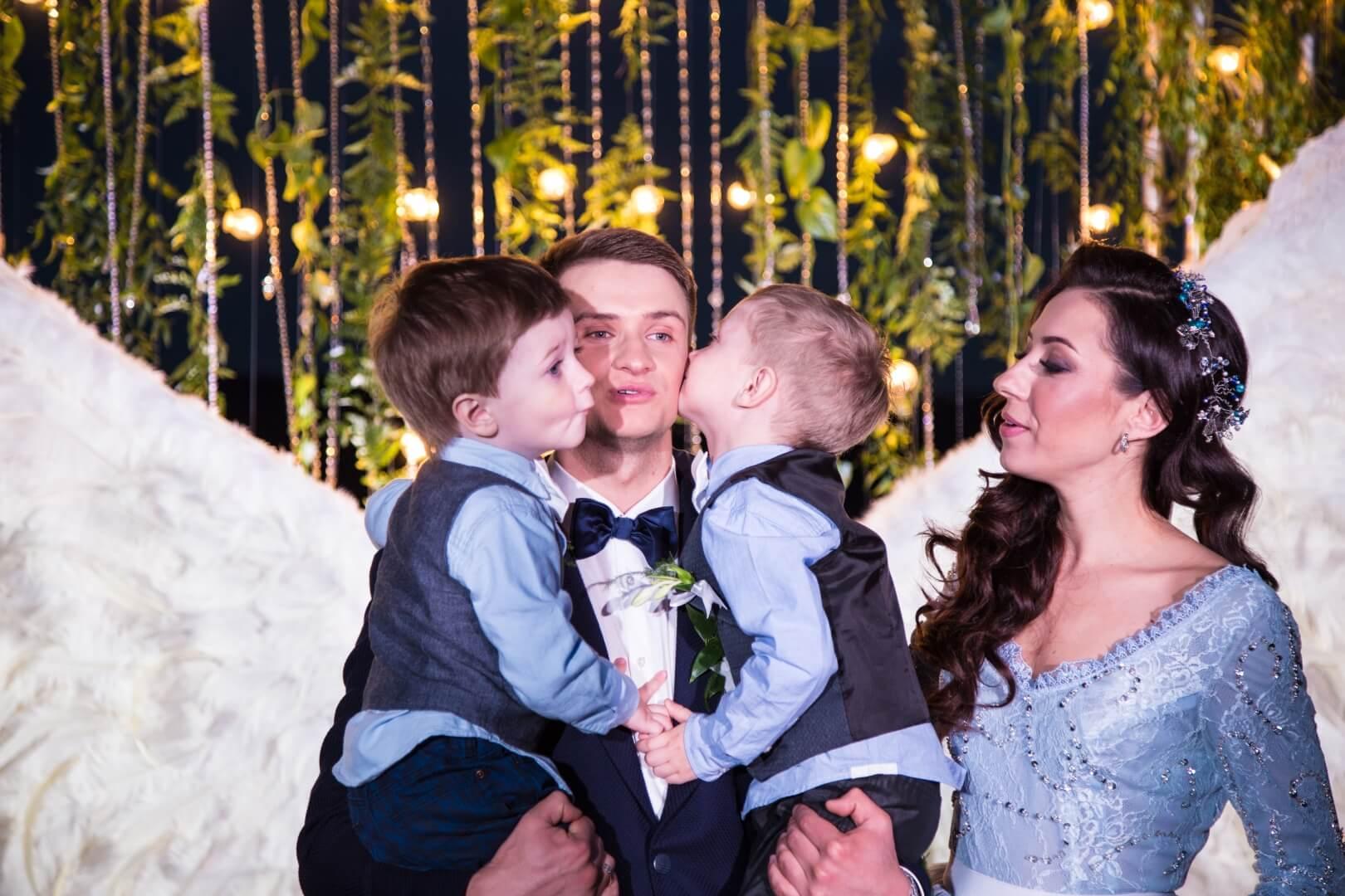 Свадебный фотограф Киев Марина Праздничная вечерняя свадебная церемония на берегу Днепра (17)