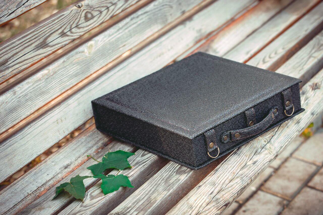 красивая фотокнига кожанная чемодан для фотокниги что подарить на свадьбу на годовщину