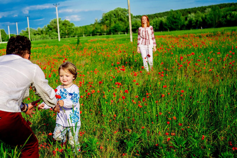 семейная детская фотосессия в маках мама папа дочка идеи для фотосессии