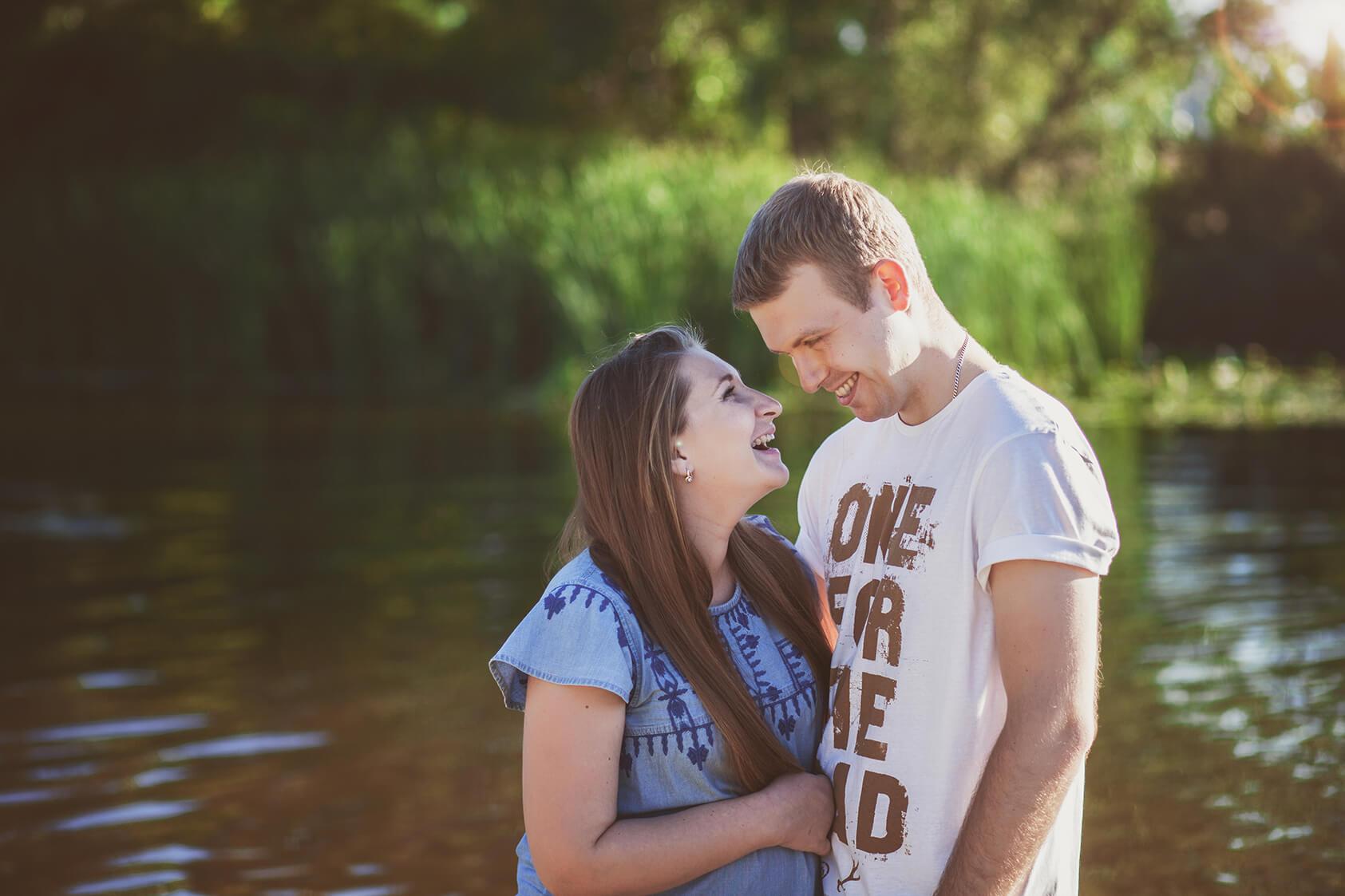 тосессия беременной с мужем на природе улице фотограф Киев для беременной