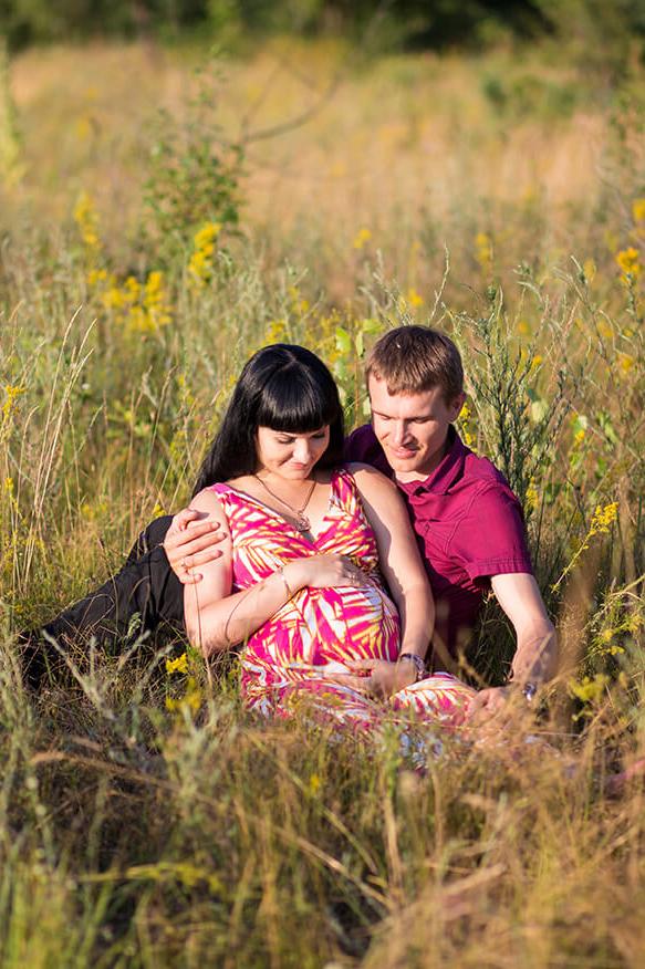 фотосессия в поле беременной Киев траве природе фотограф для беременной мужем