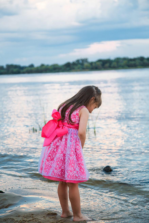 фотосессия на пляже у воды детская для девочки (2)