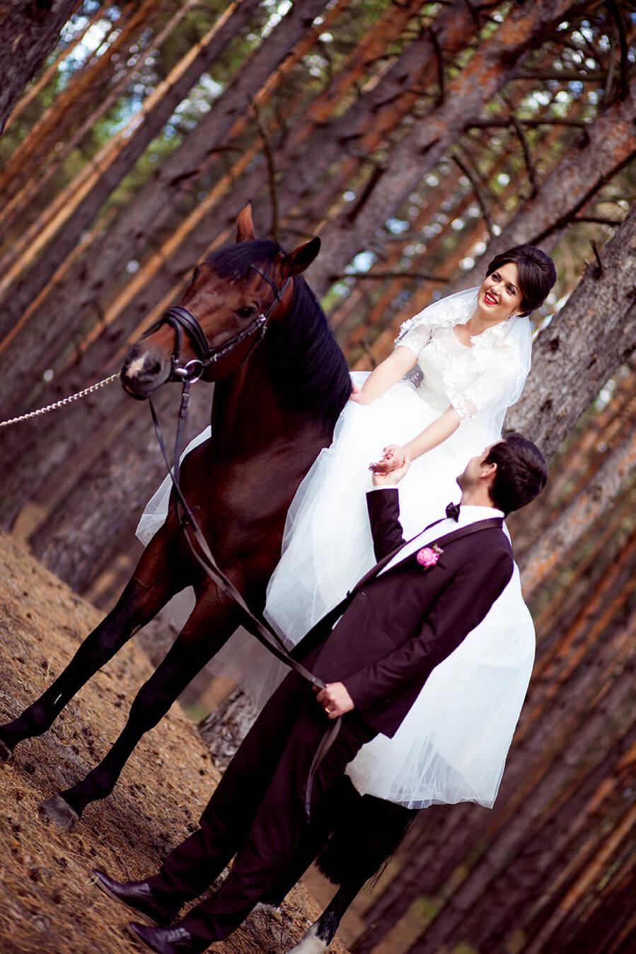 4-svadebnaja-fotosessija-na-konjah-7