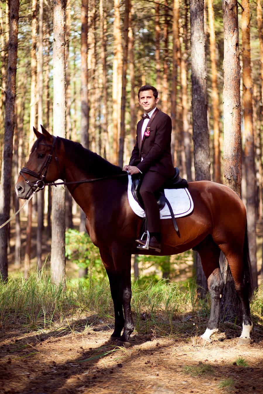 5-osennjaja-vesennjaja-svadebnaja-fotosessija-s-loshadmi-fotograf-kiev-4