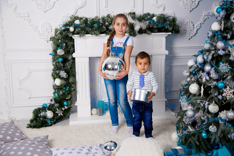 novogodnjaja-detskaja-fotosessija-brata-i-sestry-14