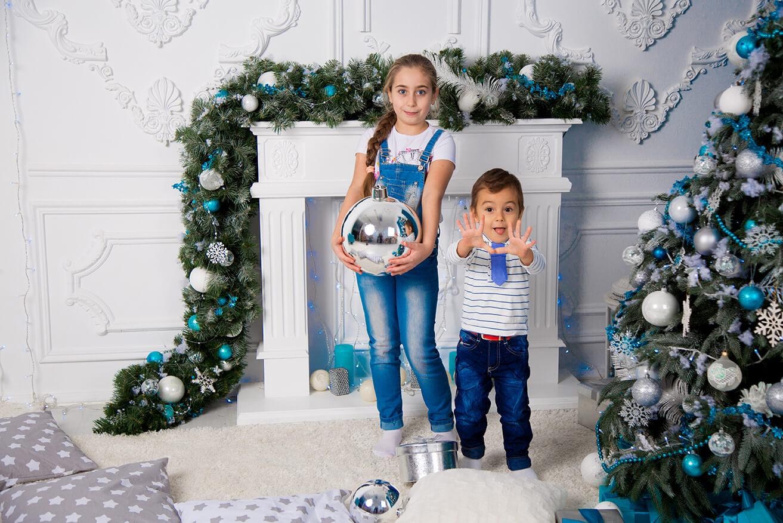 novogodnjaja-detskaja-fotosessija-brata-i-sestry-15
