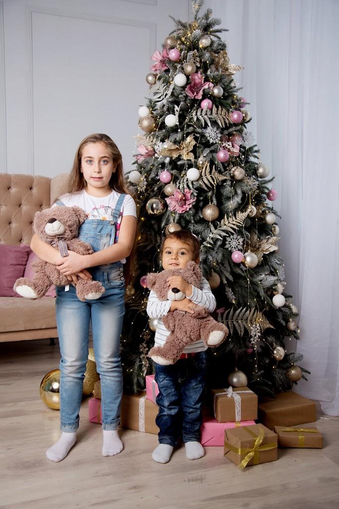 novogodnjaja-detskaja-fotosessija-v-studii-4
