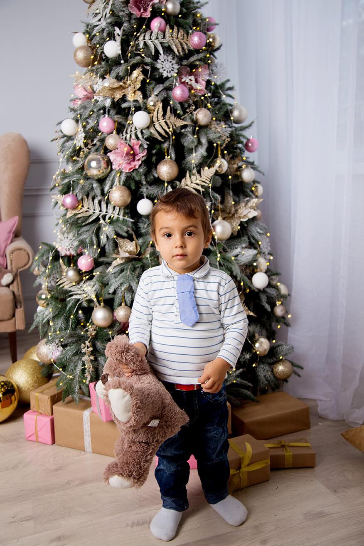 novogodnjaja-detskaja-fotosessija-v-studii-5