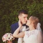 svadebnaja-fotosessija-v-mezhigore-fotograf-kiev-svadebnye-pozy-buket-10