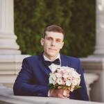svadebnaja-fotosessija-v-mezhigore-fotograf-kiev-svadebnye-pozy-buket-12