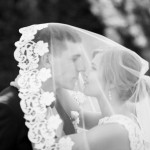 svadebnaja-fotosessija-v-mezhigore-fotograf-kiev-svadebnye-pozy-buket-15