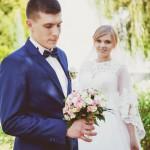 svadebnaja-fotosessija-v-mezhigore-fotograf-kiev-svadebnye-pozy-buket-18