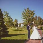 svadebnaja-fotosessija-v-mezhigore-fotograf-kiev-svadebnye-pozy-buket-19