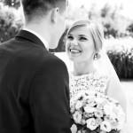 svadebnaja-fotosessija-v-mezhigore-fotograf-kiev-svadebnye-pozy-buket-2