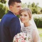 svadebnaja-fotosessija-v-mezhigore-fotograf-kiev-svadebnye-pozy-buket-3