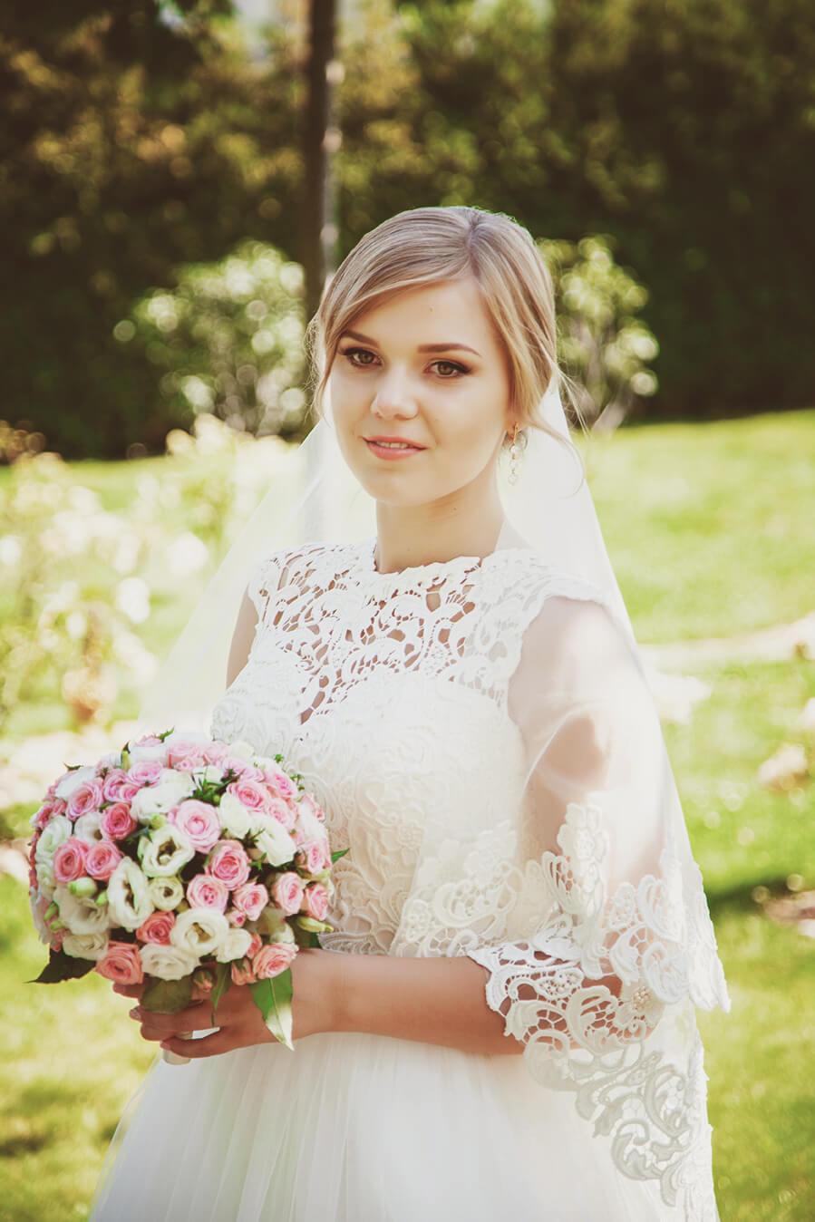 svadebnaja-fotosessija-v-mezhigore-fotograf-kiev-svadebnye-pozy-buket-4