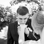 svadebnaja-fotosessija-v-mezhigore-fotograf-kiev-svadebnye-pozy-buket-6