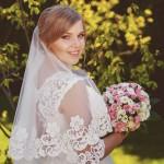 svadebnaja-fotosessija-v-mezhigore-fotograf-kiev-svadebnye-pozy-buket-9