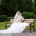 fotograf-na-svadbu-kiev-svadebnoe-foto-v-mezhigore-osen-osennjaja-svadba-pozy-dlja-svadebnogo-foto-idei-80