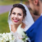 fotograf-na-svadbu-kiev-svadebnoe-foto-v-mezhigore-osen-osennjaja-svadba-pozy-dlja-svadebnogo-foto-idei-utro-zheniha-nevesty-12