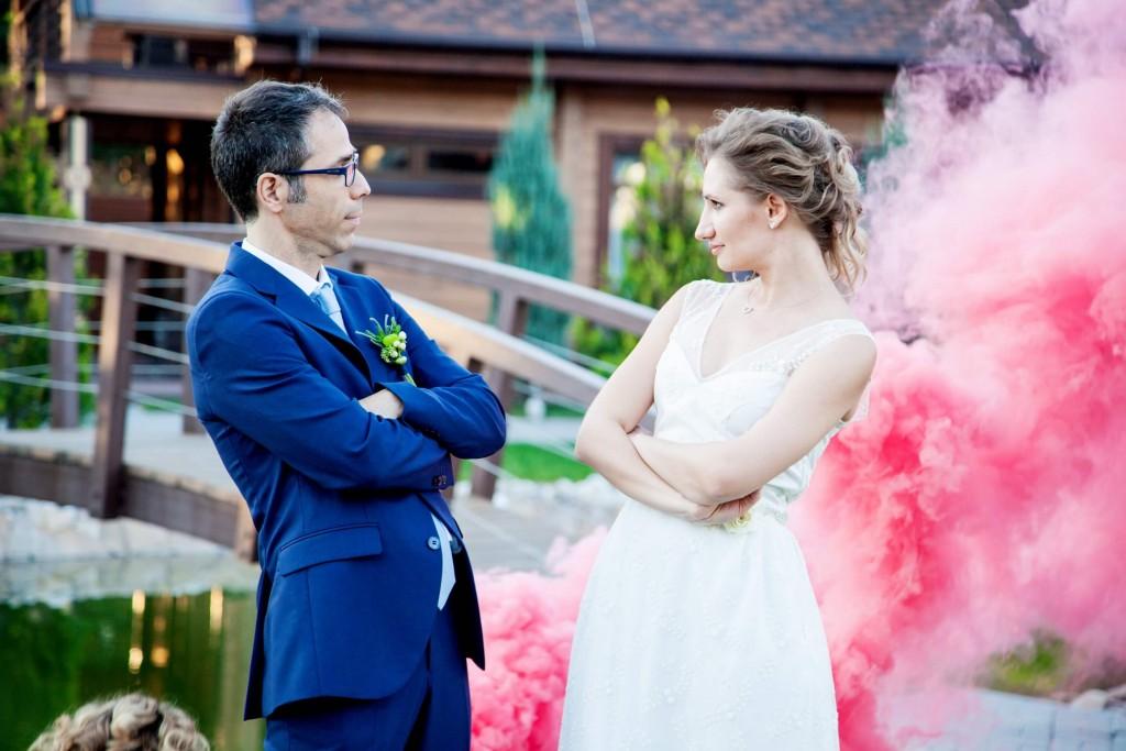 svadebnaja fotosessija s dymovymi shashkami (1)