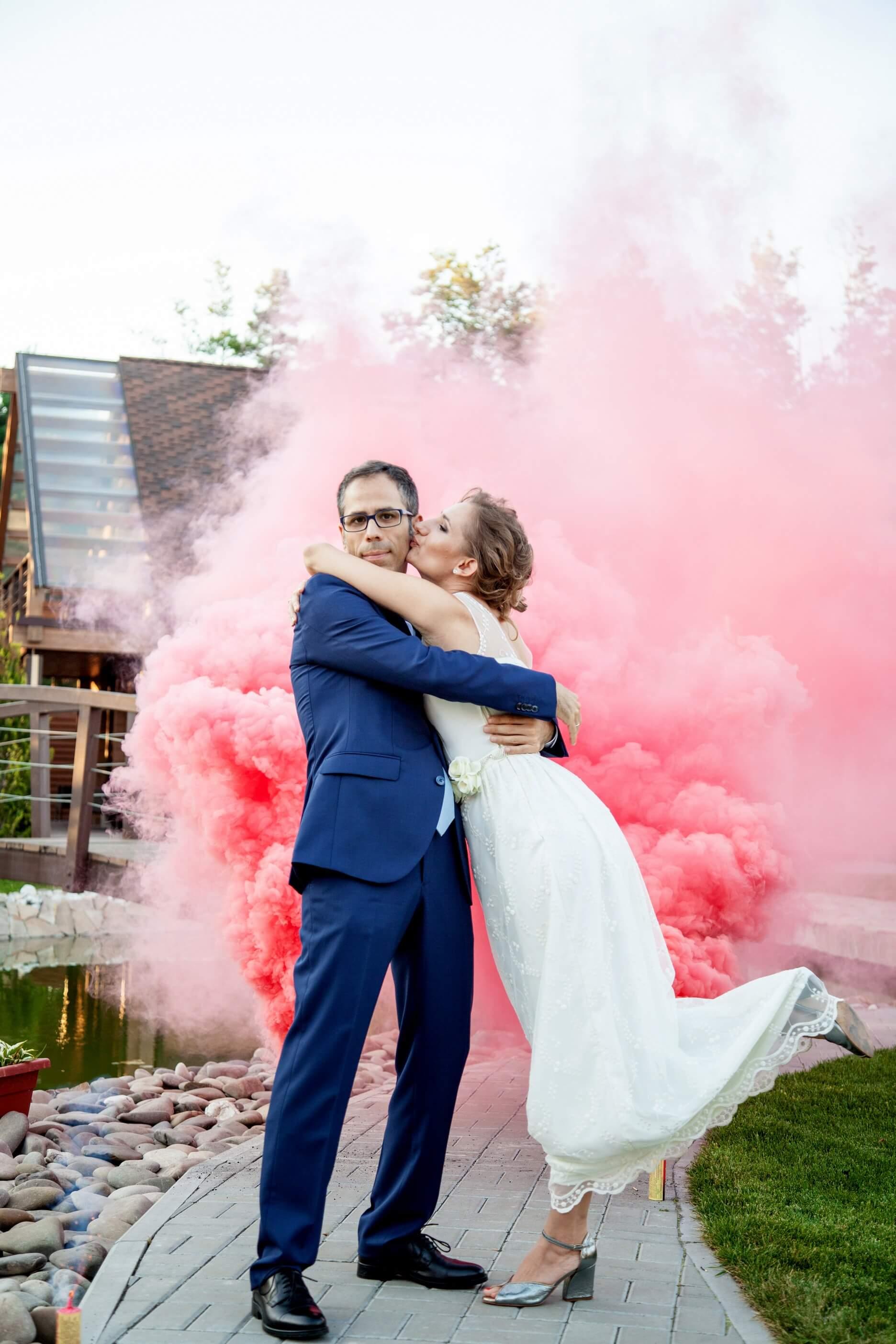 svadebnaja fotosessija s dymovymi shashkami (4)