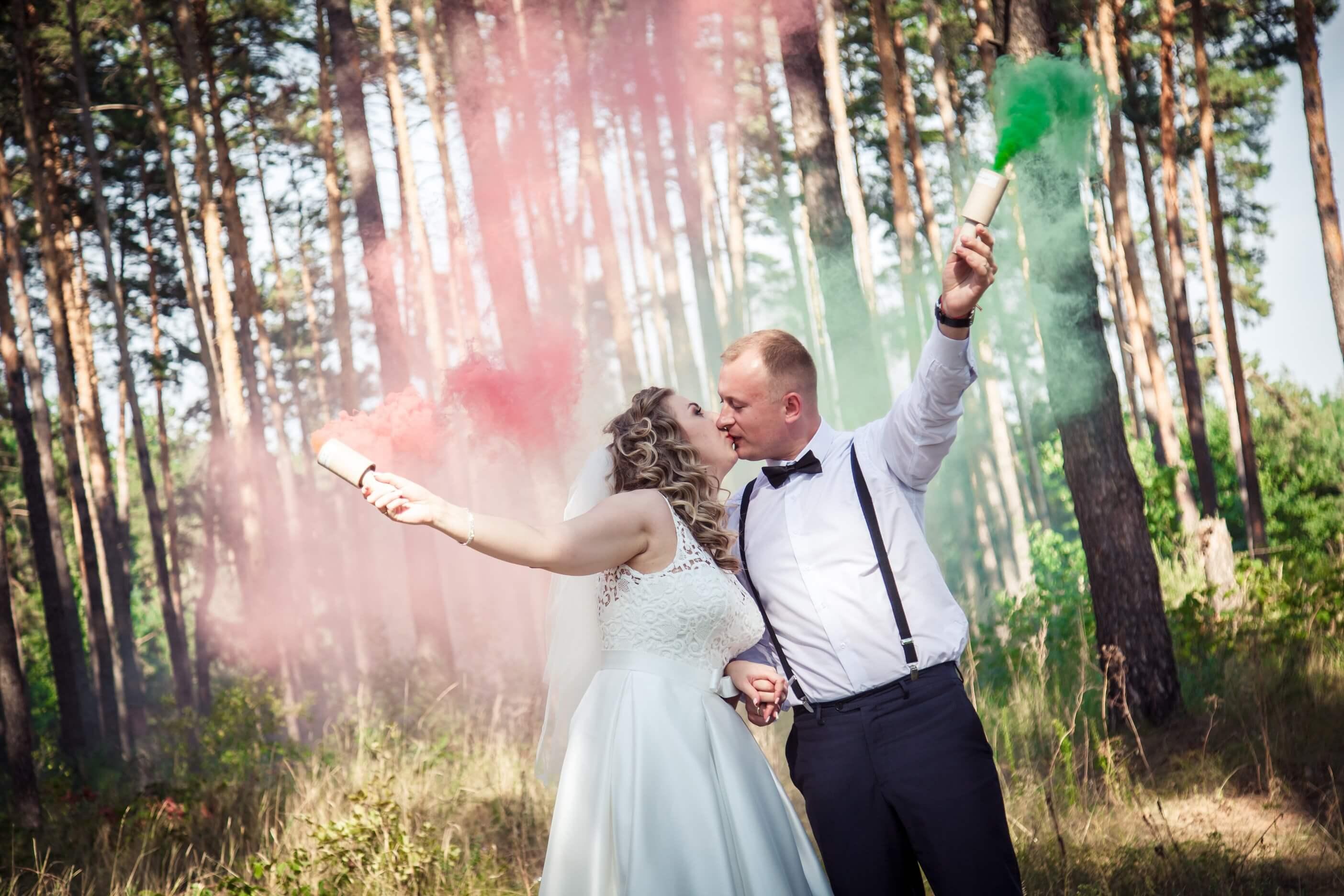 svadebnye foto s dymovymi shashkami fotosessija s dymovoj shashkoj (4)