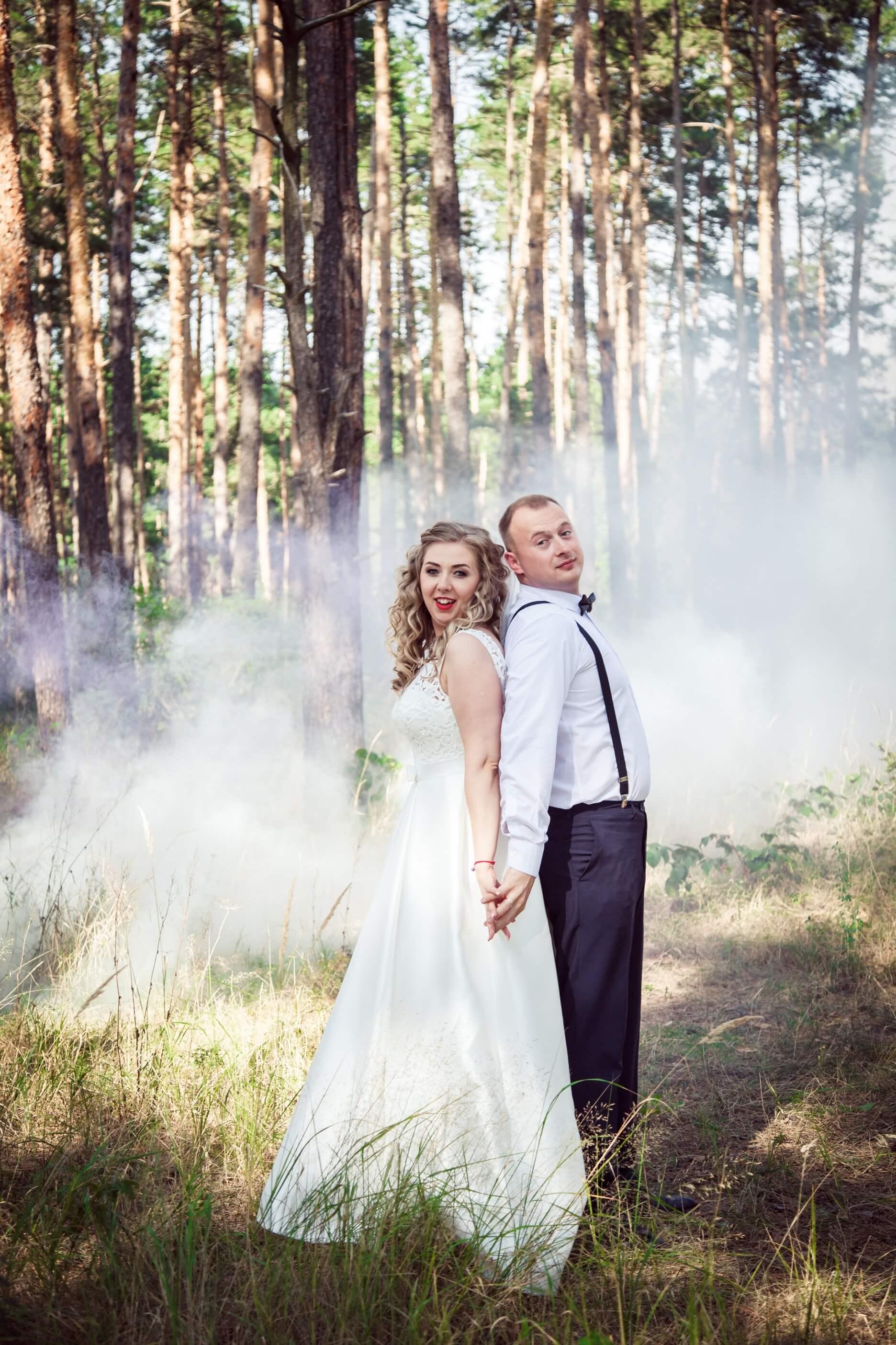 svadebnye foto s dymovymi shashkami fotosessija s dymovoj shashkoj (7)