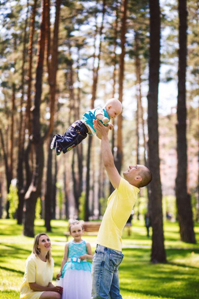 Semejnaja fotosessija mama, papa, syn, dochka. Fotosessija v parke g. Irpen' (13)