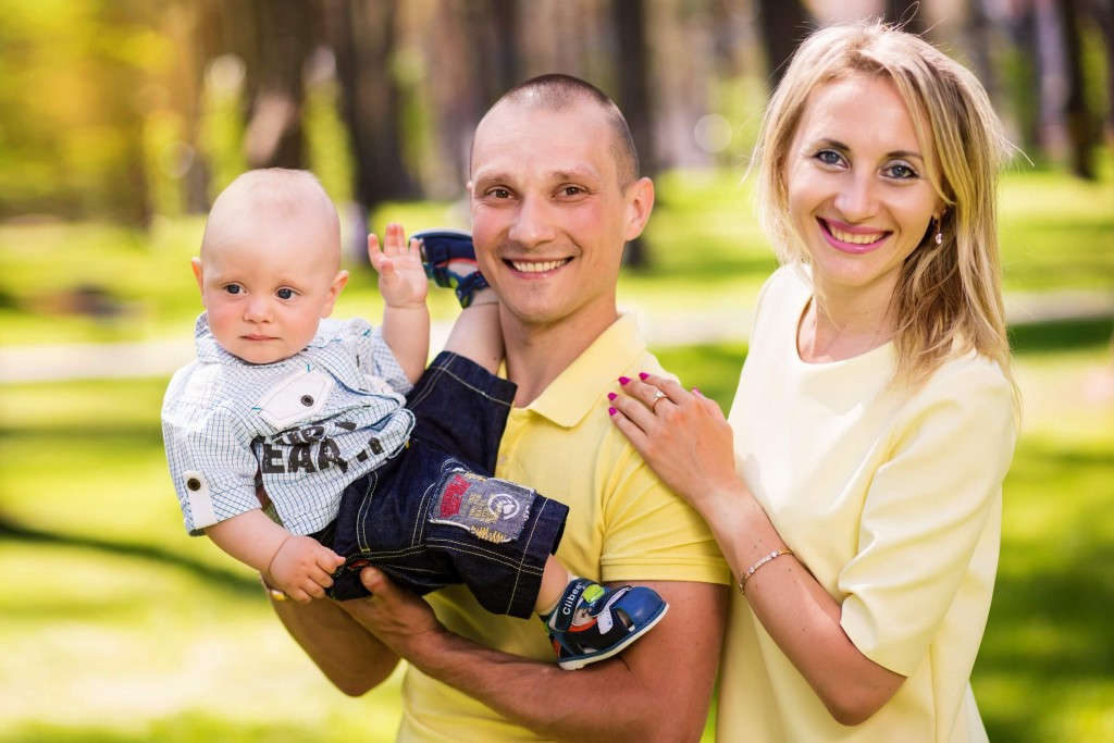 Semejnaja fotosessija mama, papa, syn, dochka. Fotosessija v parke g. Irpen' (17)