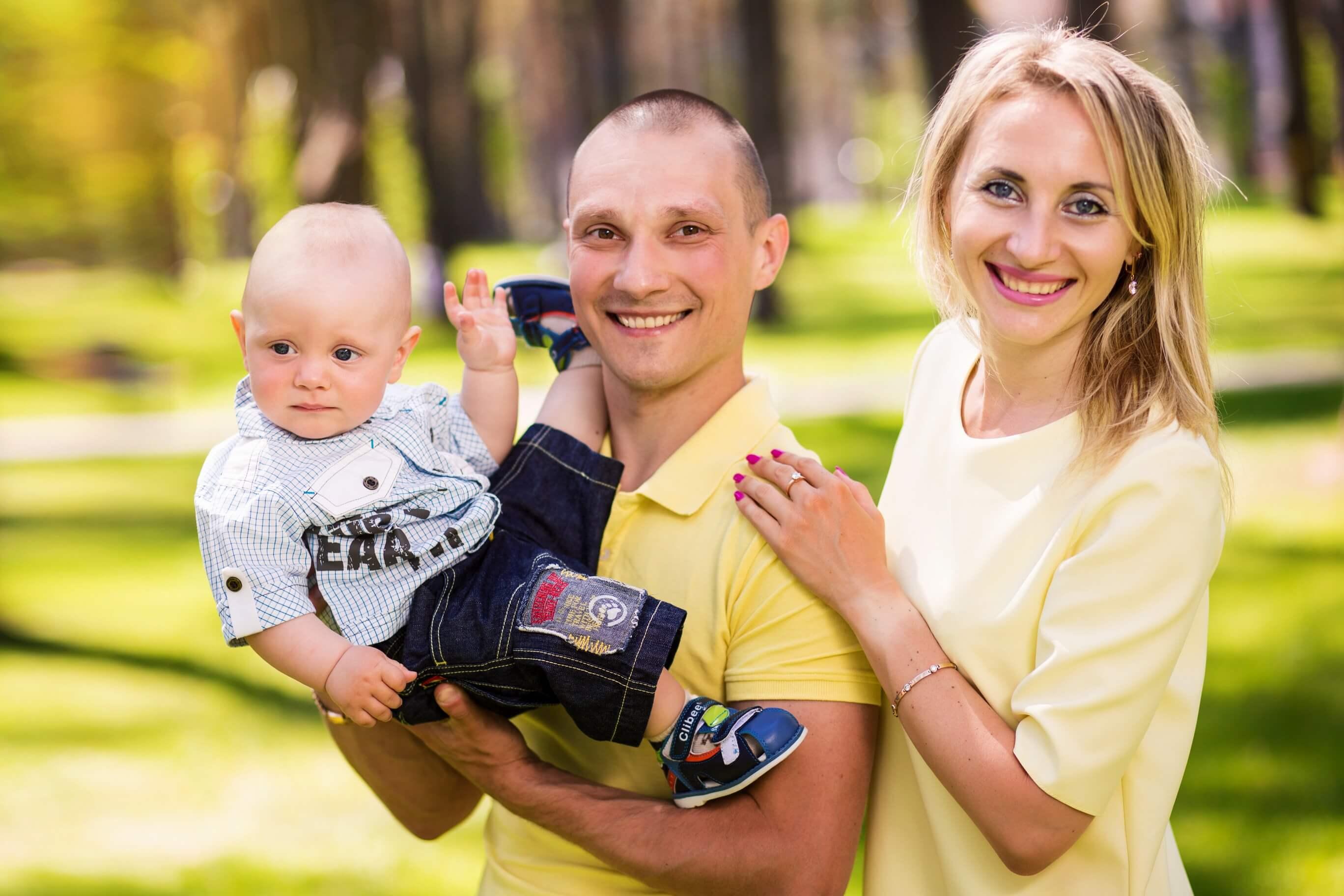 Фотография на тему Счастливая семья: мама, папа, сын и дочка ... | 1824x2736