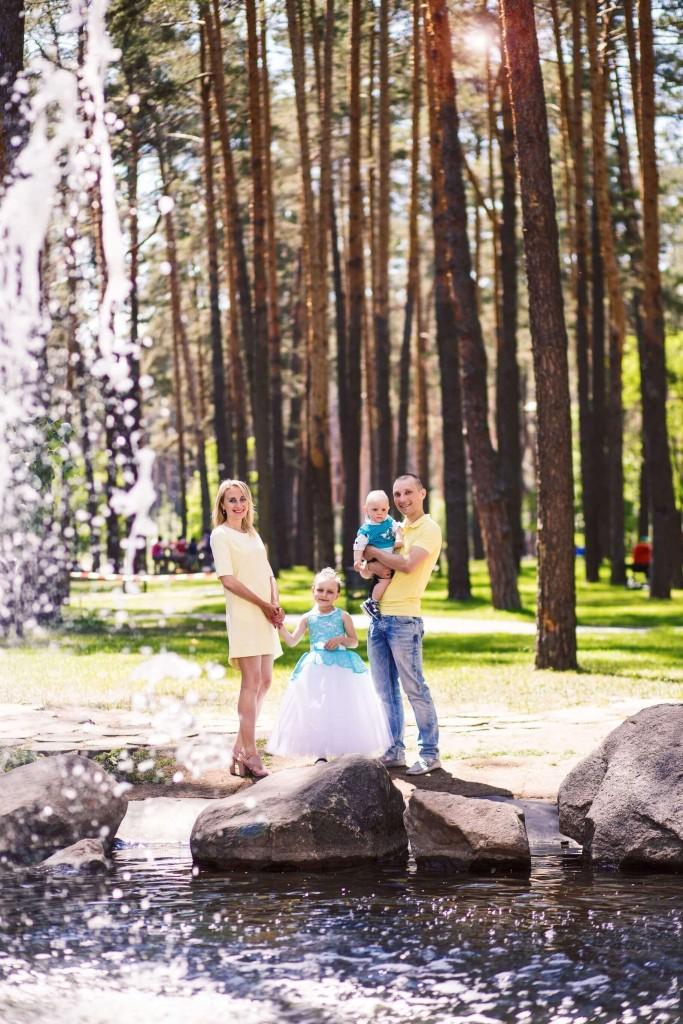 Semejnaja fotosessija mama, papa, syn, dochka. Fotosessija v parke g. Irpen' (7)