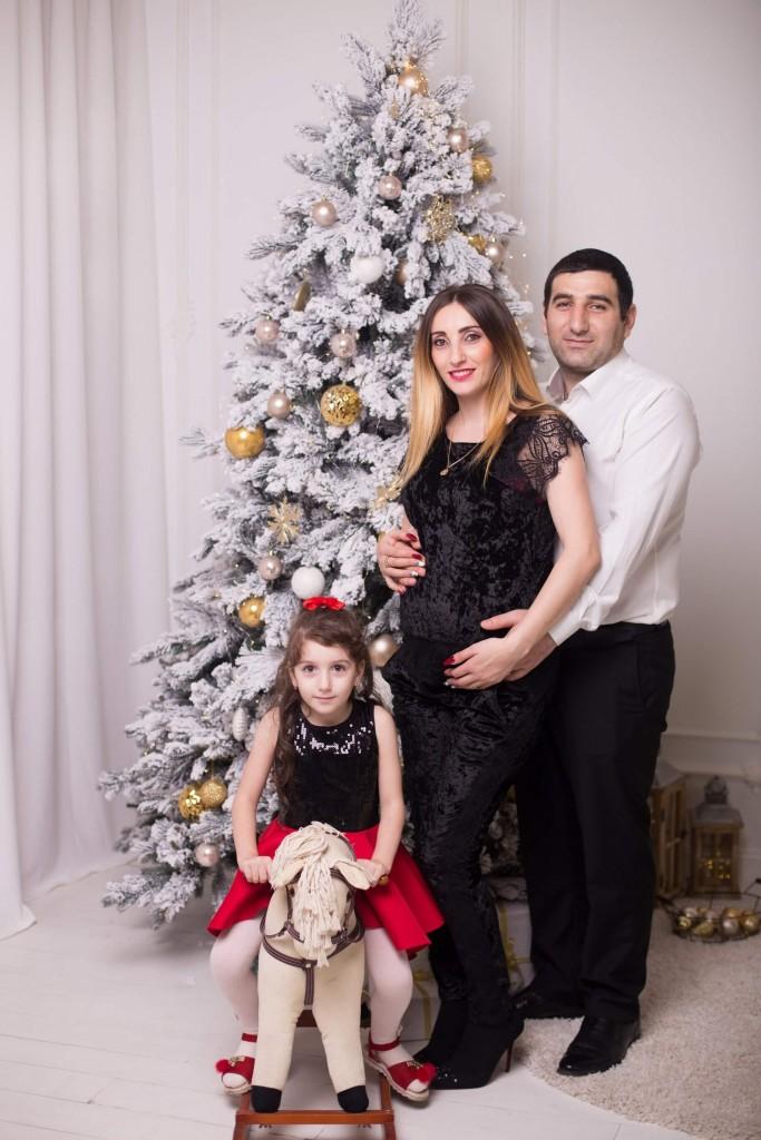 novogodnjaja fotosessija beremennoj s dochkoj i muzhem zakazat' kiev (2)