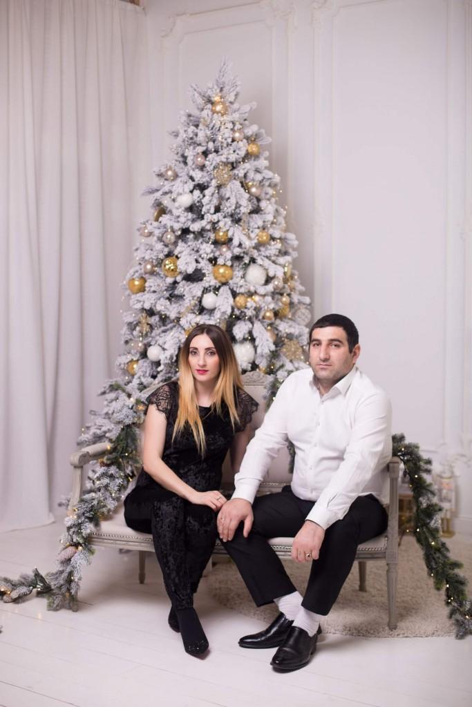 novogodnjaja fotosessija beremennoj s dochkoj i muzhem zakazat' kiev (4)