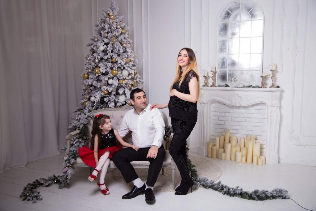 novogodnjaja fotosessija beremennoj s dochkoj i muzhem zakazat' kiev (5)