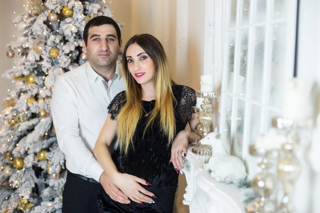 novogodnjaja fotosessija beremennoj s dochkoj i muzhem zakazat' kiev (7)