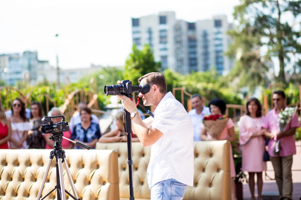 zakazat' videooperatora na vyezdnuju ceremoniju videooperator Kiev videooperator v ZAGS Kiev (2)