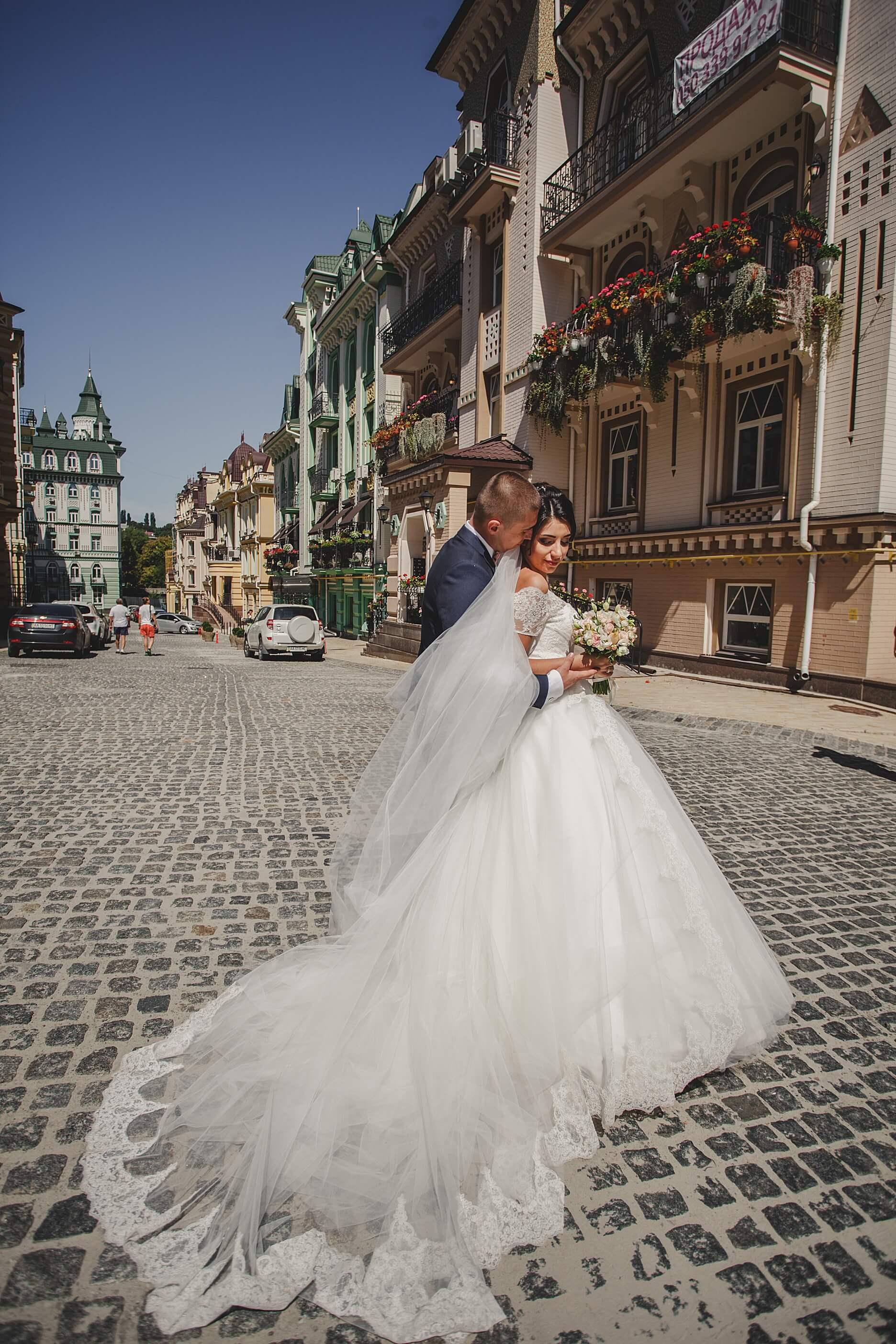 svadebnoe-foto-i-video-svadebnaja-komanda-fotograf-i-videooperator-na-svadbu-kiev-Vozdvizhenka-Kostel-svjatogo-Nikolaja-svadba-na-Vozdvizhenke-1